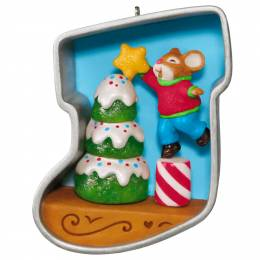 Hallmark Stocking Cookie Cutter Christmas Decorating the Tree Mouse Ornament