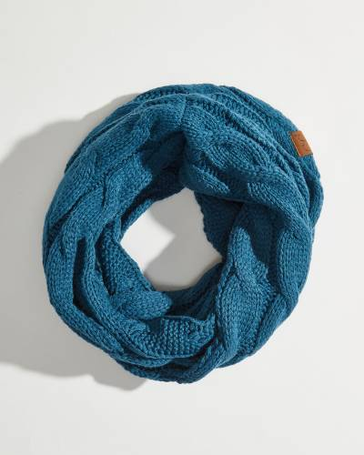 Solid Cable Knit Infinity Scarf in Teal