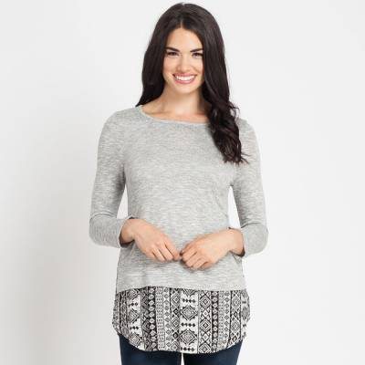 Button-Back Printed Hem Top in Heather Grey