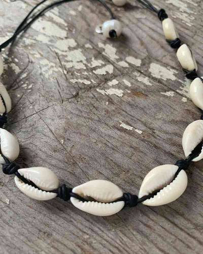 Cowrie Shell Choker in Black